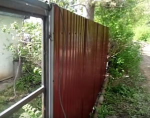 забор из профнастила Тюмень под ключ низкая цена