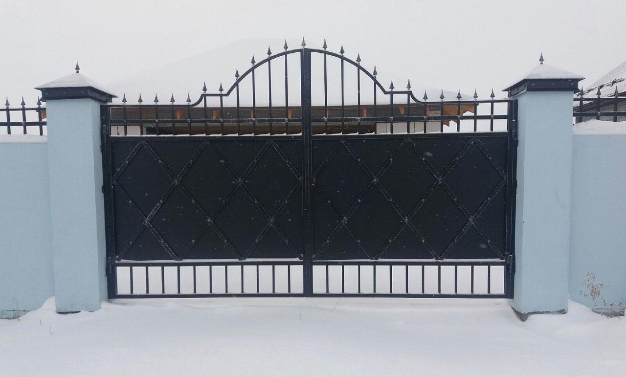 Кованые откатные ворота в Тюмени